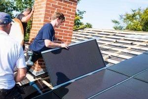 Solcellepanel ligges ned til solcelletag